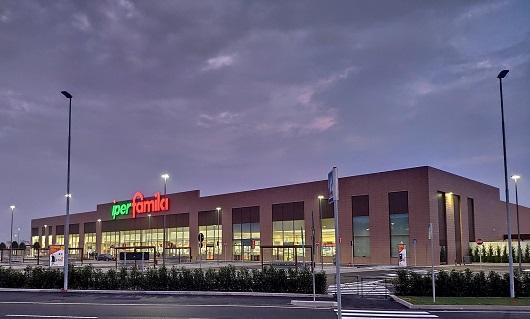 Leggi l'articolo: Installato presso il supermercato Iperfamila il cinquecentesimo punto di ricarica DriWe…